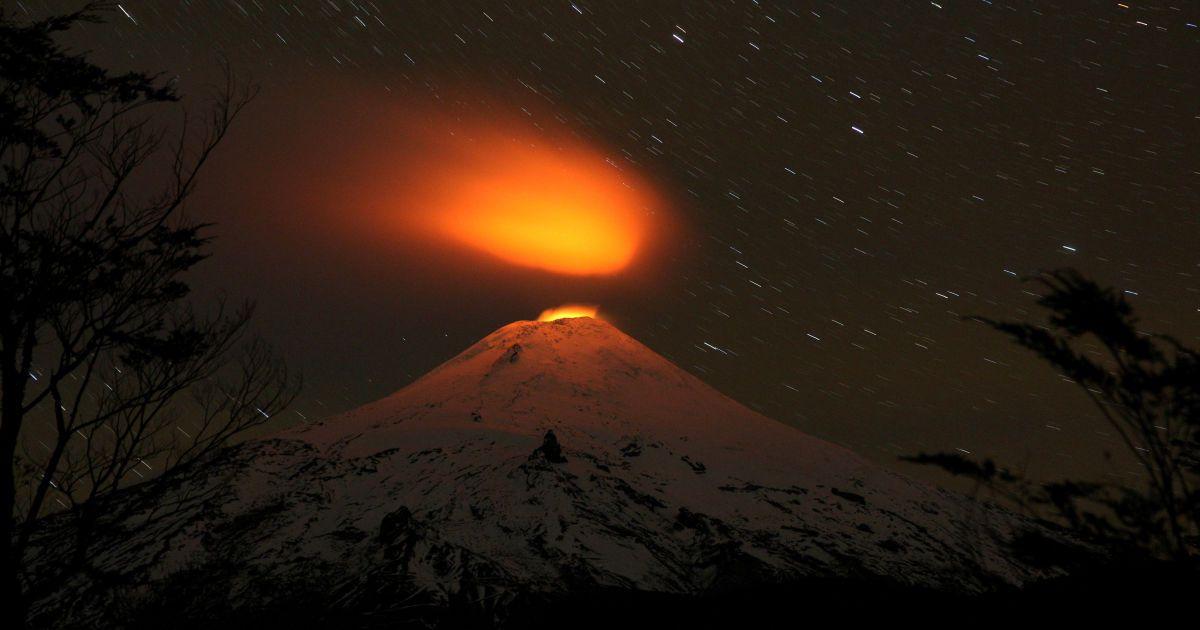 Фотограф зняв виверження вулкану Вільярріка в Чилі. Це найактивніший вулкан в країні. @ Reuters
