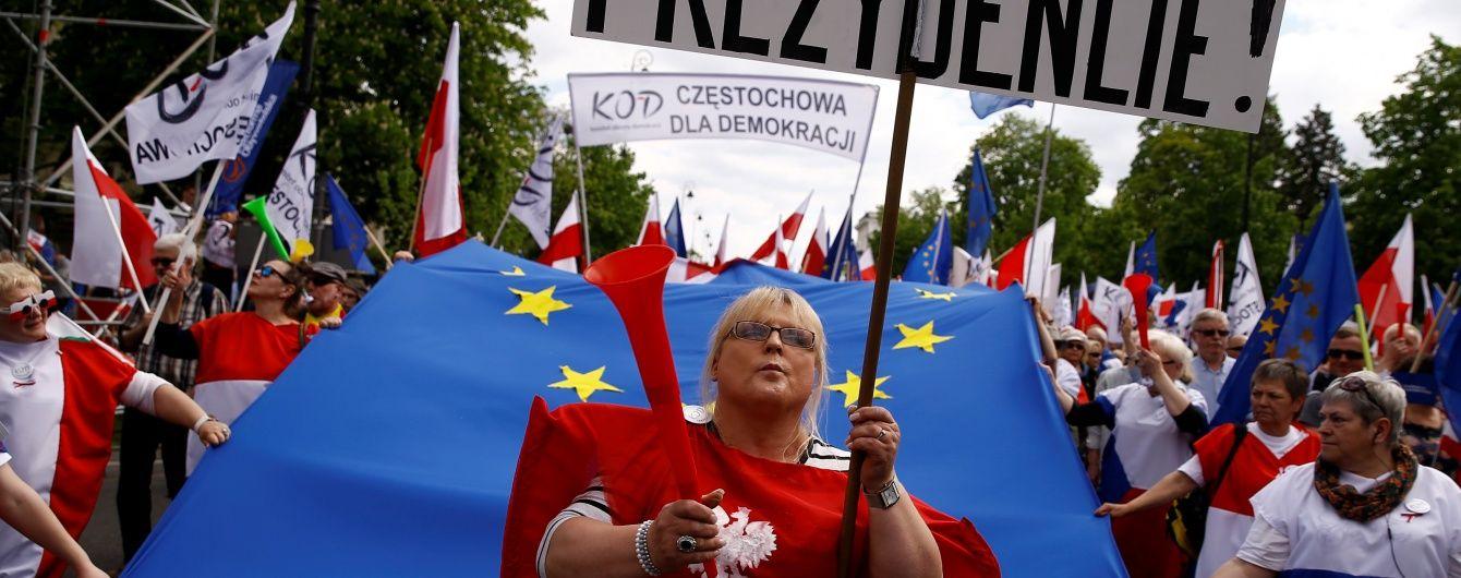У Варшаві більше 200 тисяч поляків вийшли на протест проти влади