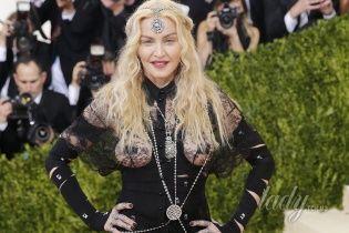 Эпатажная Мадонна прокомментировала свой нескромный наряд на Met Gala-2016