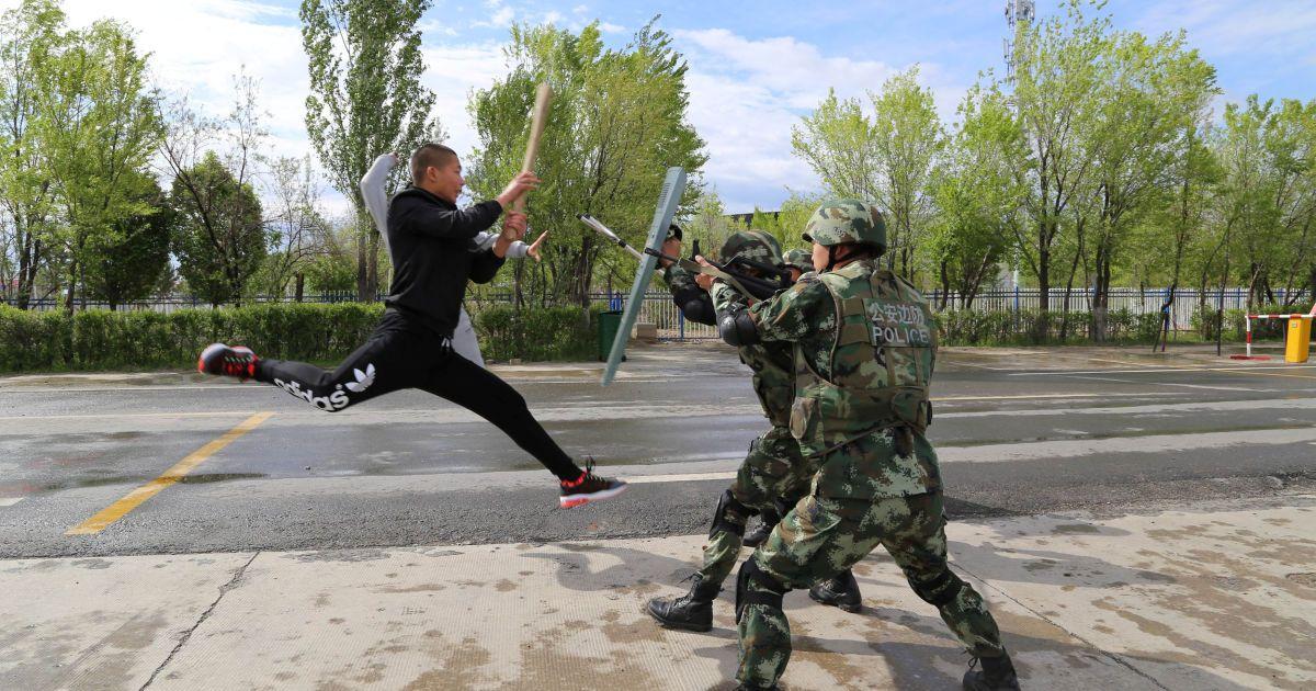 Китайські прикордонники беруть участь у тренуваннях по боротьбі з тероризмом у Синьцзян-Уйгурському автономному районі, Китай. @ Reuters