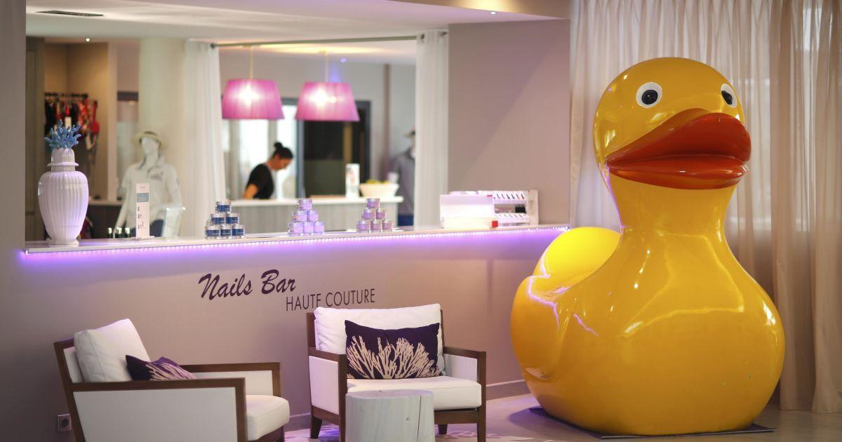Шведи обрали собі дуже стильний готель у місті ПорнішеChateau des Tourelles Thalasso