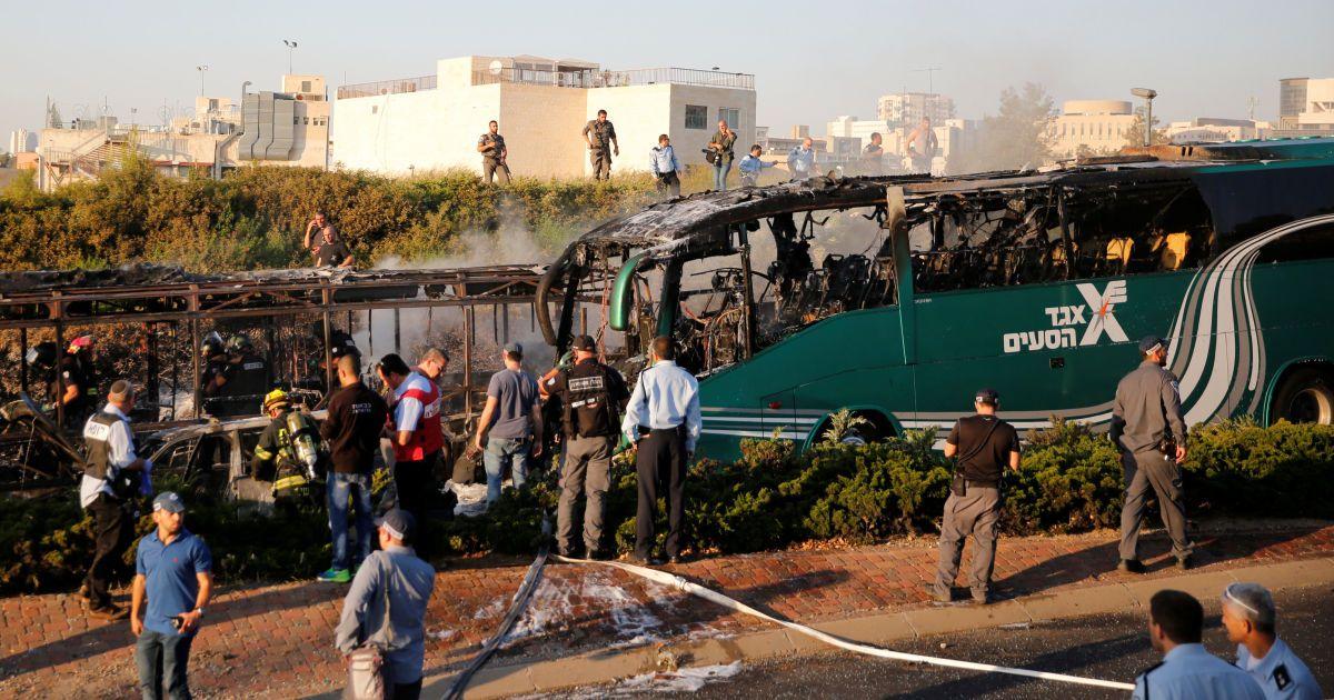 Автобус в Єрусалимі вибухнув через бомбу. @ Reuters