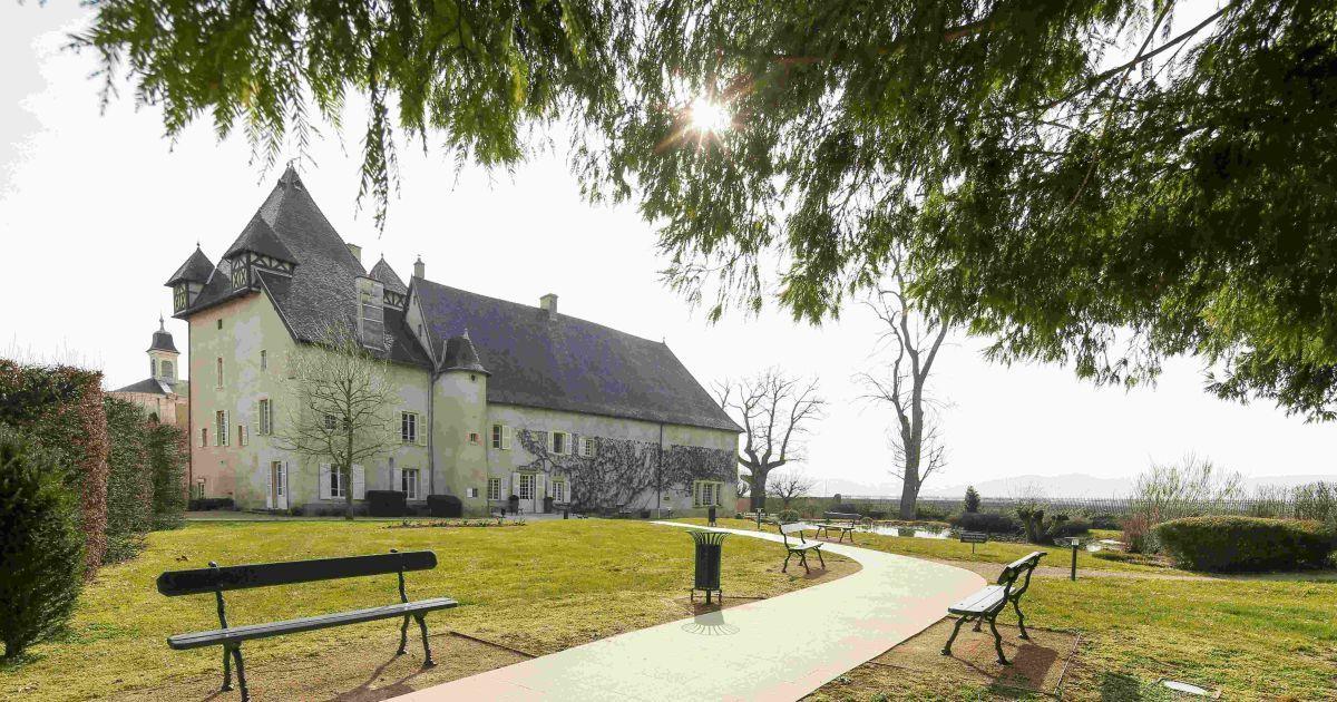 Іще один дебютант турніру збірна Північної Ірландії базуватиметься уСен-Жан-д'Ардьє (Chateau de Pizayhotel)