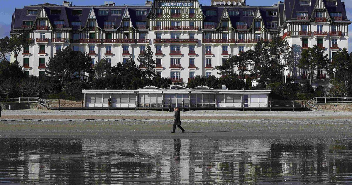 Готель Hermitage Hotel у місті Ла-Боль. Тут житиме команда Польщі.