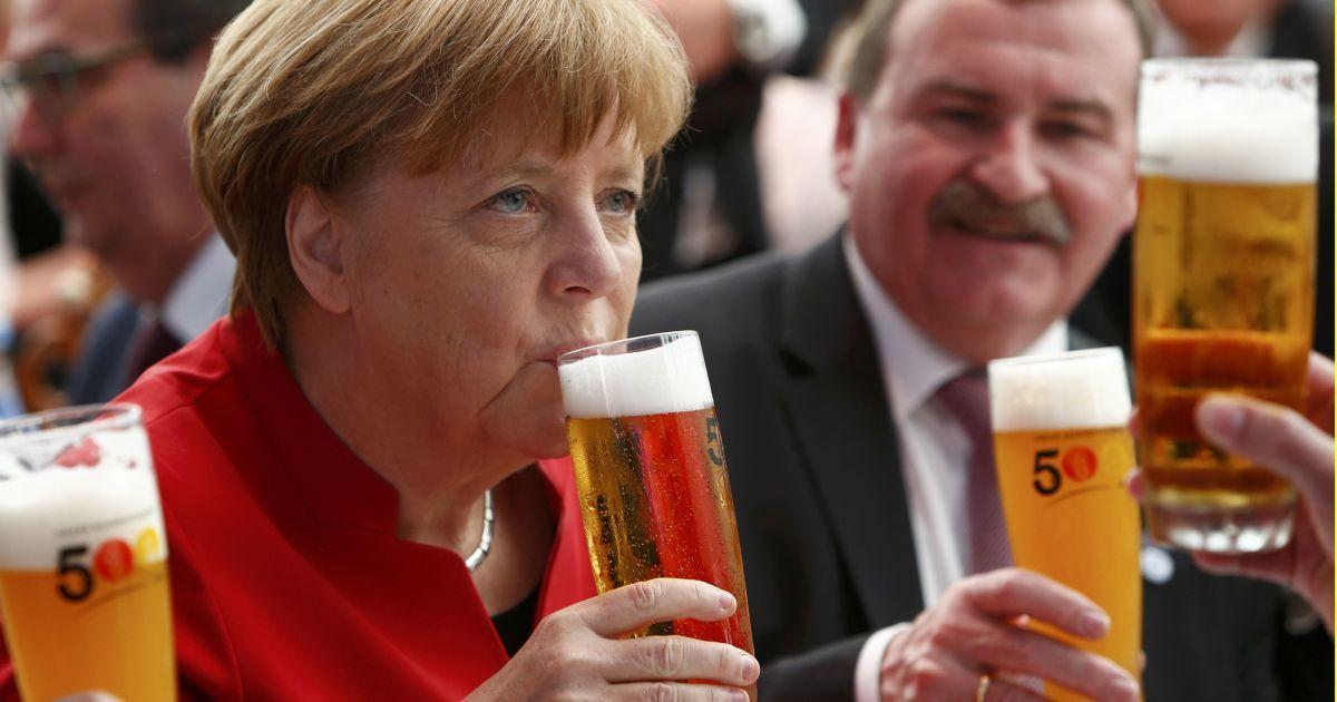 фото меркель с пивом узнать, как