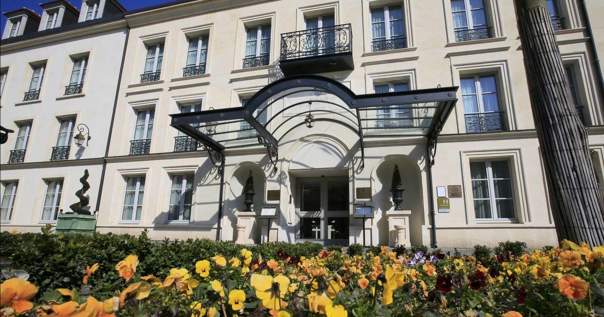 Збірна Англії обрала собі місцем розташування на Євро-2016 містоШантійї (Auberge du Jeu de Paume hotel)