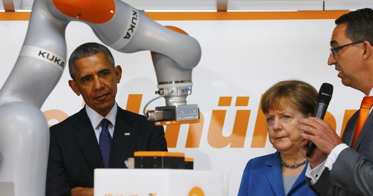 Канцлер Німеччини Ангела Меркель та президент США Барак Обама стежать за роботою робота KUKA під час відкриття виставки Hannover Messe в Ганновері @ Reuters