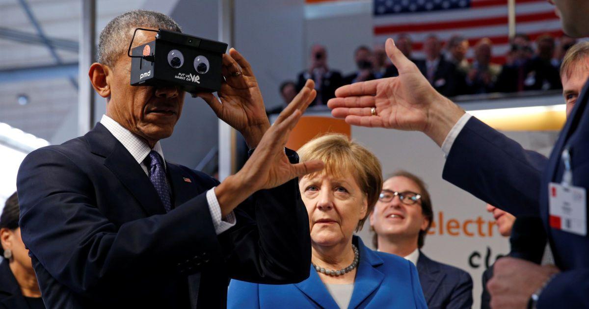 Президент США Барак Обама в окулярах віртуальної реальності @ Reuters