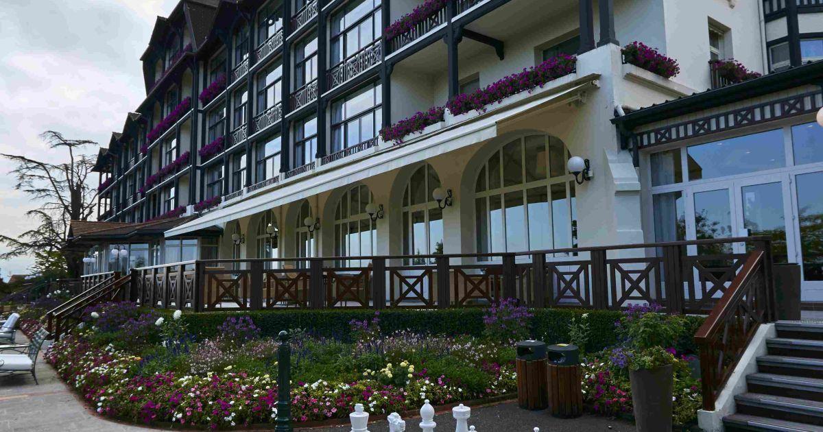 А ось чемпіон світу - збірна Німеччини - обрала собі готель Ermitage Hotel у місті Ев'ян-ле-Бен
