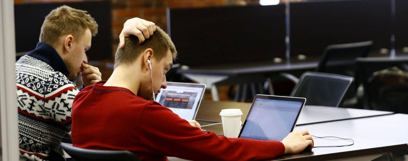 Подарунок від Миколайчика: Міносвіти встановить понад 20 тисяч комп'ютерів у школах України