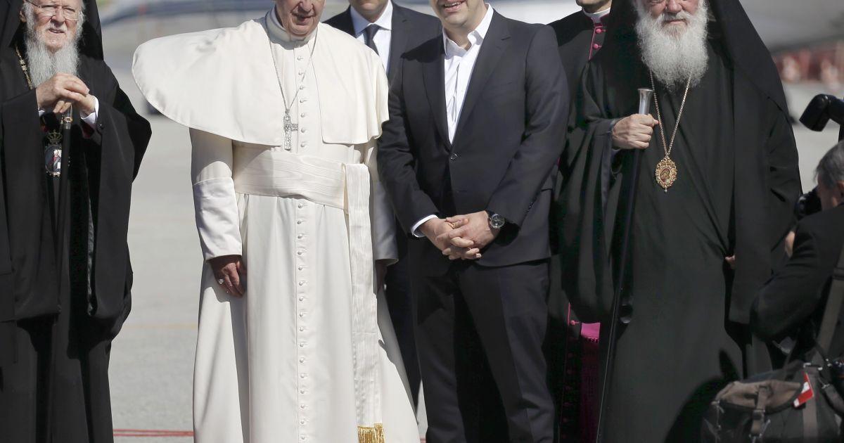 Папа Римский прибыл с визитом на переполненный беженцами остров Лесбос
