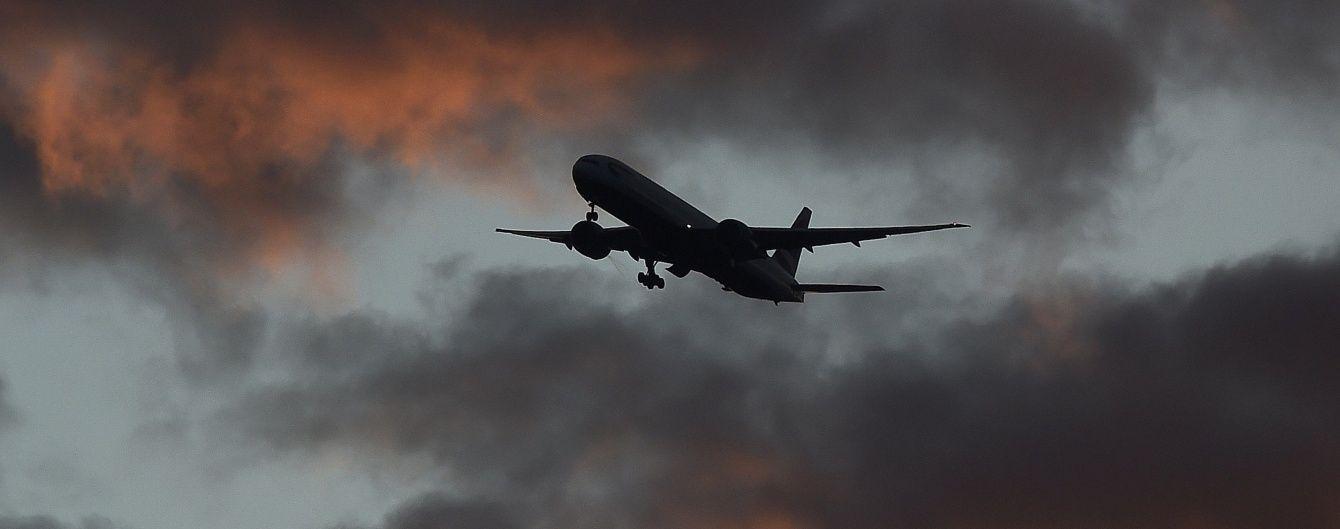 """Пасажирський літак здійснив екстренну посадку в аеропорту """"Домодєдово"""""""