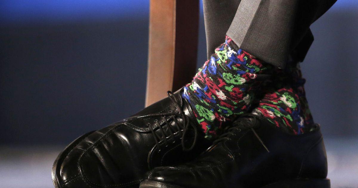 Різнокольорові шкарпетки прем'єр-міністра Канади Джастіна Трюдо видно під час  сесії питань і відповідей після його виступу в торговій палаті США у Вашингтоні. @ Reuters