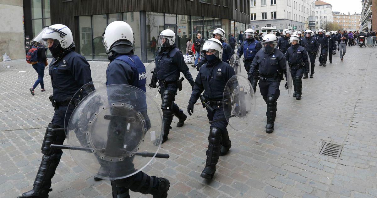 В Брюсселе полиция заблокировала минимум одного стрелка в здании