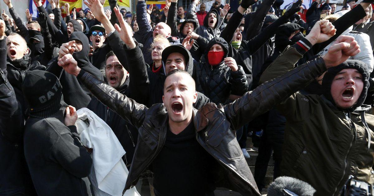 Футбольні хулігани влаштували безлади у центрі Брюсселю. @ Reuters