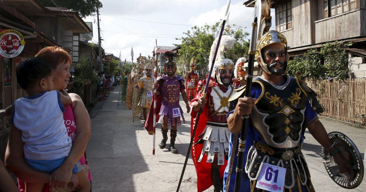 """""""Римські легіонери"""" на Філіппінах @ Reuters"""