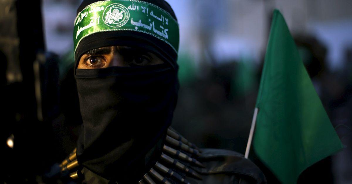 Палестинські бойовики ХАМАС беруть участь у мітингу з нагоди дванадцятої річниці смерті покійного лідера ХАМАС шейха Ахмеда Ясина, який був убитий внаслідок ізраїльської атаки в місті Газа. @ Reuters