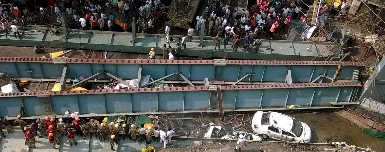 В індійській Колкаті обвалився недобудований міст, є загиблі