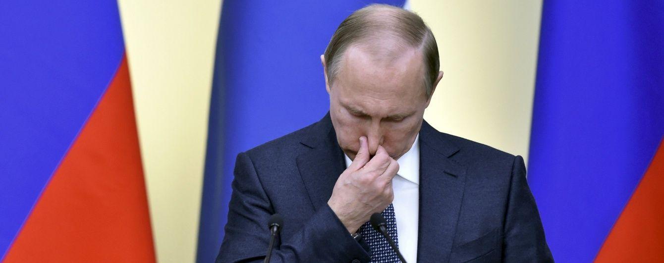 """У Кремлі пояснили, навіщо журналісти готують """"вкидання"""" проти Путіна"""