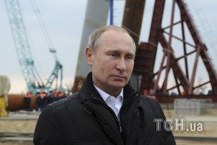 Путін призначив одноразову матеріальну допомогу колишнім українським військовим-зрадникам у Криму