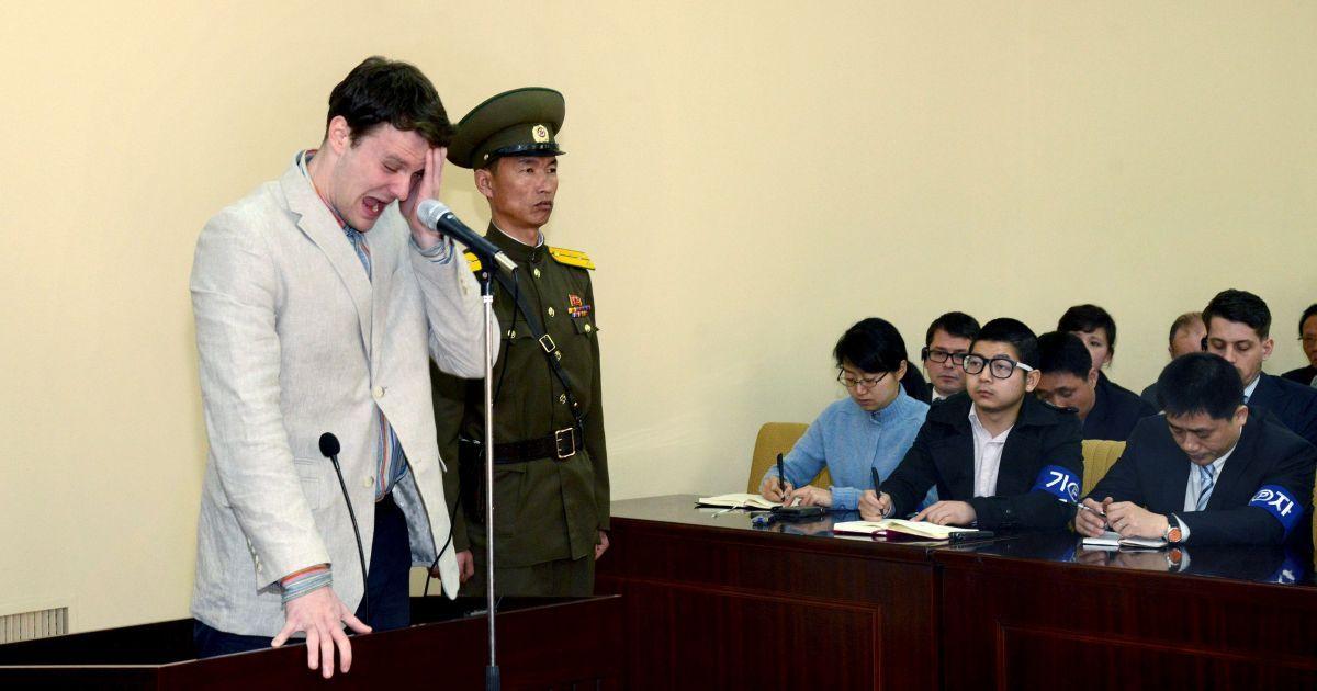 Американський студент Отто Вармбір у суді в Північній Кореї. Суд засудив 21-річного хлопця до 15 років каторги за те, що він вкрав пропагандистський баннер у готелі. @ Reuters
