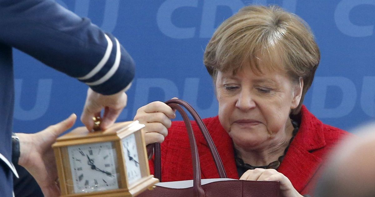Канцлер Німеччини і лідер Християнсько-демократичного союзу Ангела Меркель бере участь в засіданні правління партії наступного дня після виборів в трьох федеральних землях, на яких перемогли праві популісти. @ Reuters