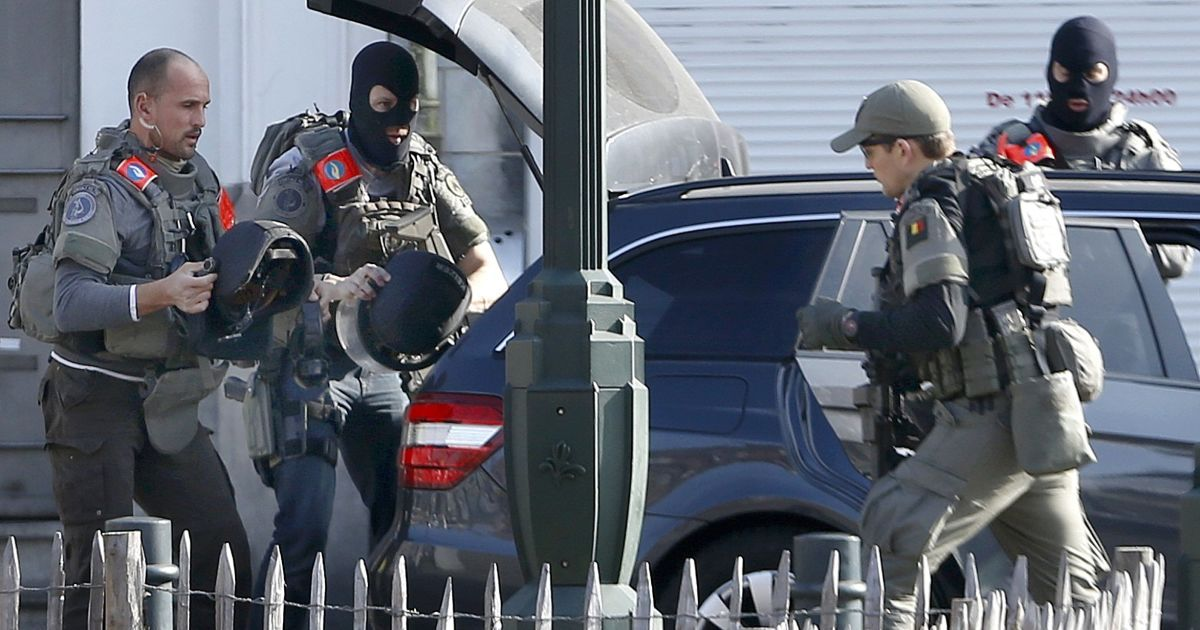 Поранення отримав силовик @ Reuters