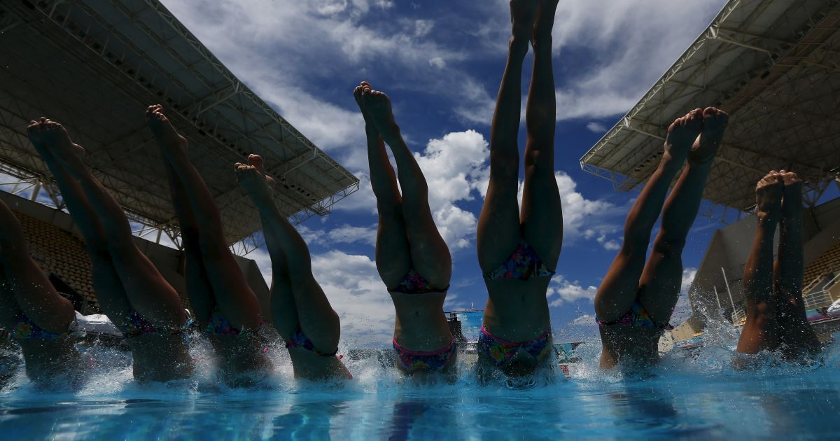 Французька команда із синхронного плавання тренується перед участю в  Олімпійських іграх у Ріо-де-Жанейро, Бразилія. @ Reuters