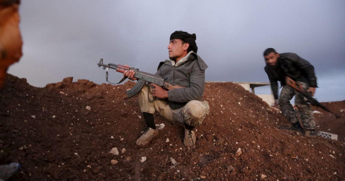 """Бойцы бригады """"Аль-Фурган"""" вблизи села Азизия."""