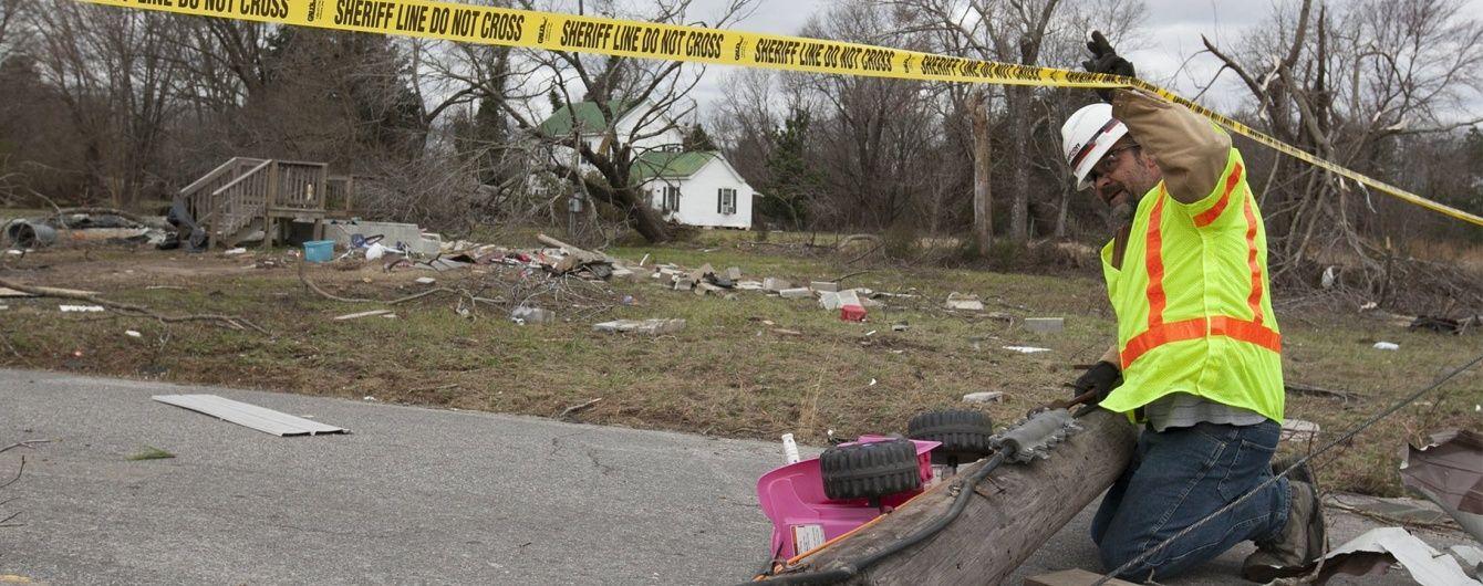 """В США потужний торнадо """"позрізав"""" дахи будинків"""