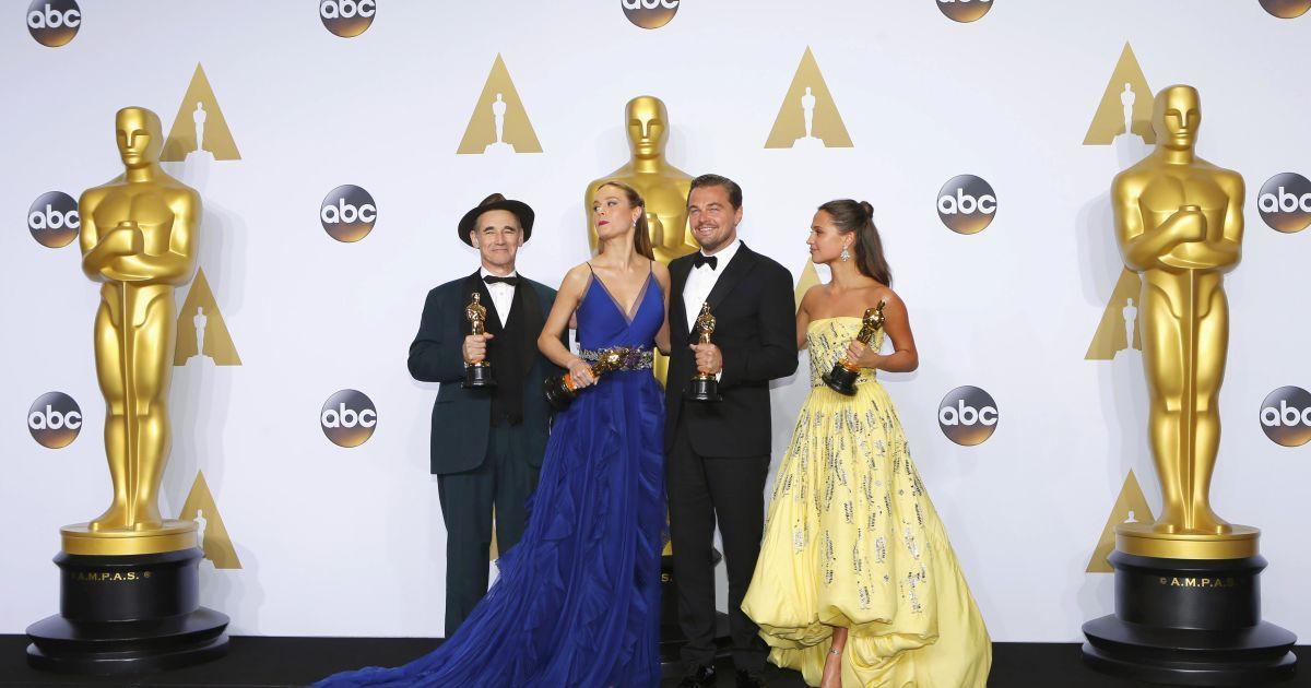 Ді Капріо радісно фотографувався із «Оскаром» @ Reuters