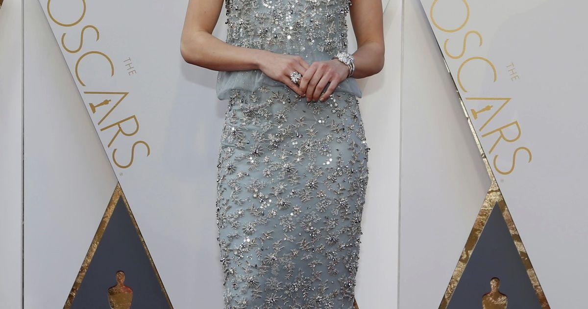 Зірки хизуються дизайнерськими сукнями на «Оскарі» @ Reuters