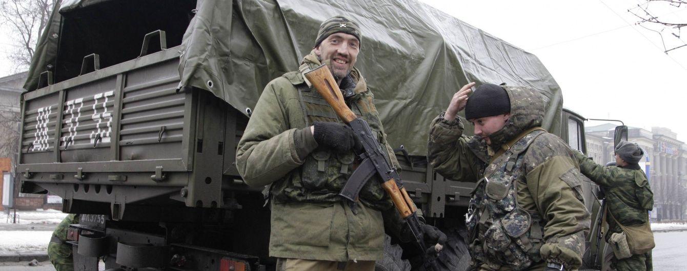 Бойовики гатили із стрілецької зброї, а українські воїни тренували десантування. Дайджест АТО