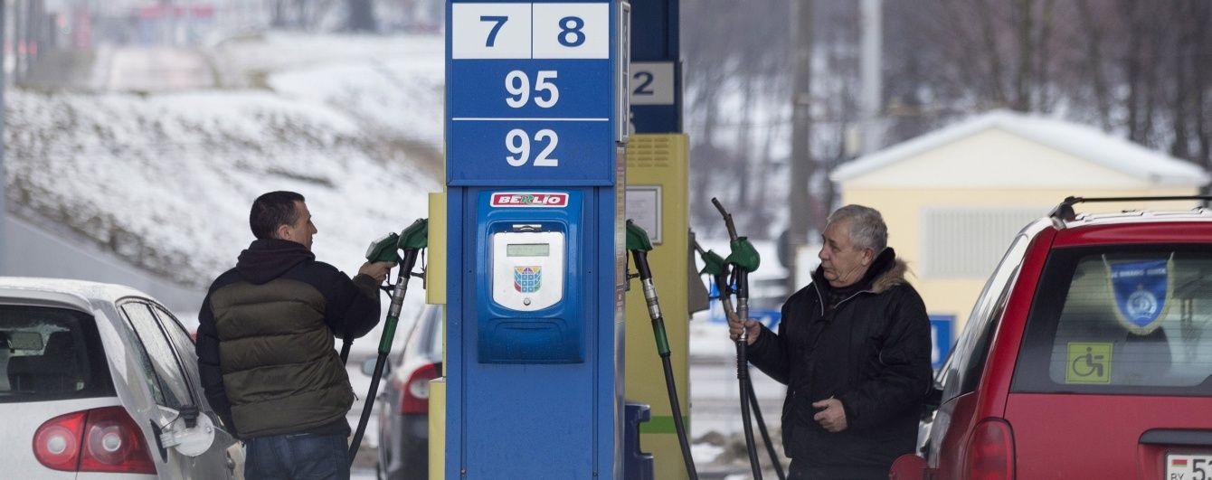 На АЗС поповзли вгору ціни на газ для авто. Середня вартість пального на 2 грудня