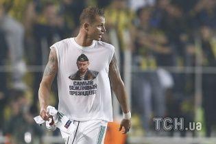 УЕФА наказал футболиста, показавшего туркам футболку с Путиным