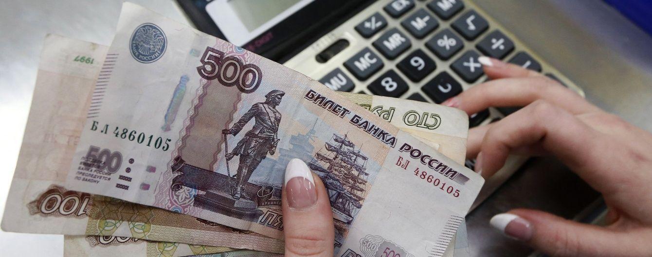"""Економіка Росії продовжує падати і пробила чергове """"дно"""" – експерти"""