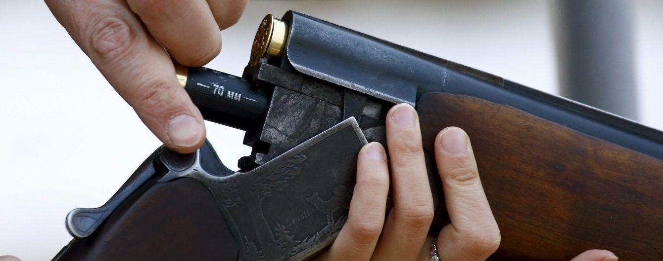 На Закарпатті поліцейський випадково підстрелив з рушниці свого колегу та місцеву мешканку
