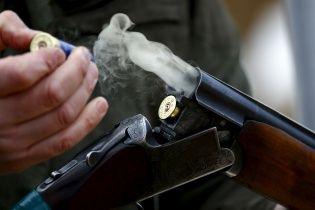 У центрі Києва невідомий відкрив стрілянину з рушниці і втік на BMW X5 - ЗМІ