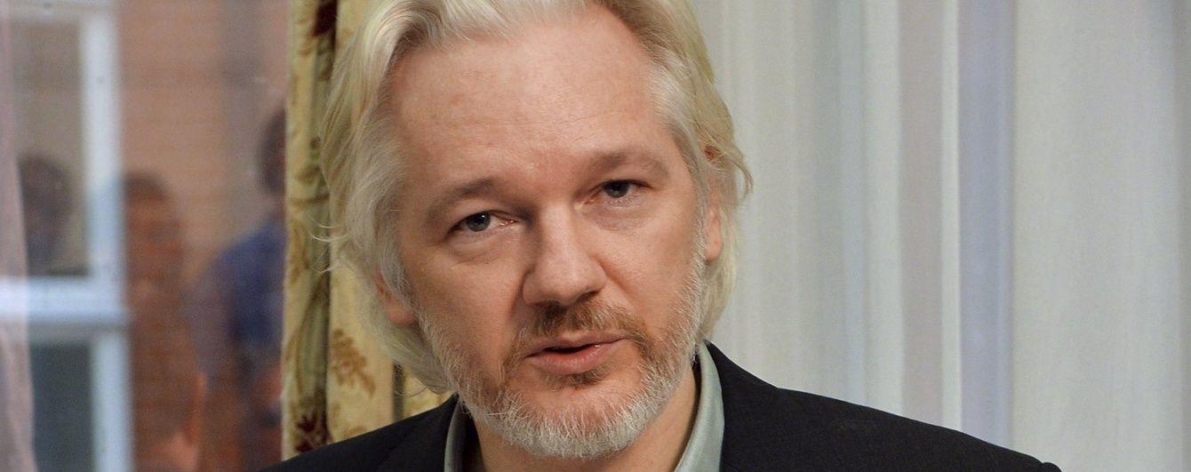 Ассанж повідомив про готовність здатися британській поліції