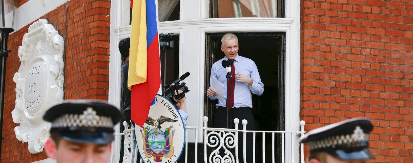 Ассанж считает, что Эквадор хочет выдать его США
