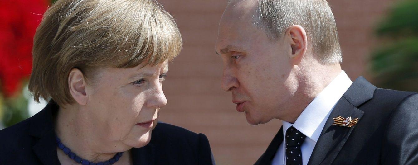 Путін і Меркель обговорили виконання Мінських угод - Reuters