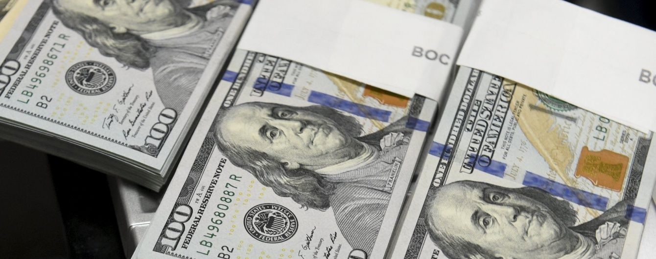 Долар на міжбанку знову сягнув 27 гривень