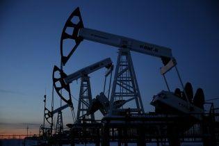 Цены на нефть марки Brent скатились до минимума, следом упал и рубль