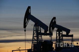 Нафтовий ринок обвалився, ціна на марку Brent скотилася до $50 за барель