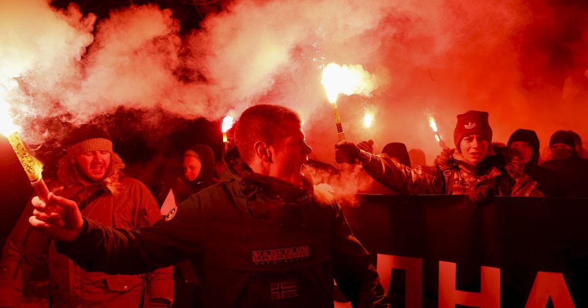 У Києві пройшла смолоскипна хода на честь Дня Соборності України. @ Reuters