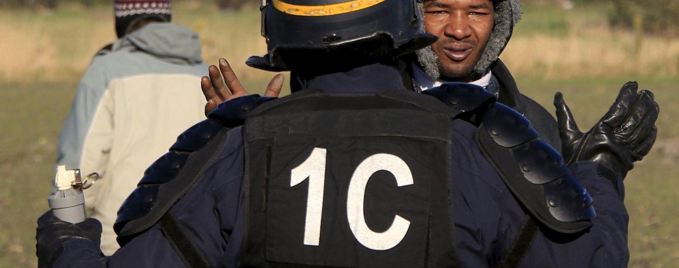 """Франція виселяє біженців з Кале, які мігранти перетворили на """"джунглі"""""""