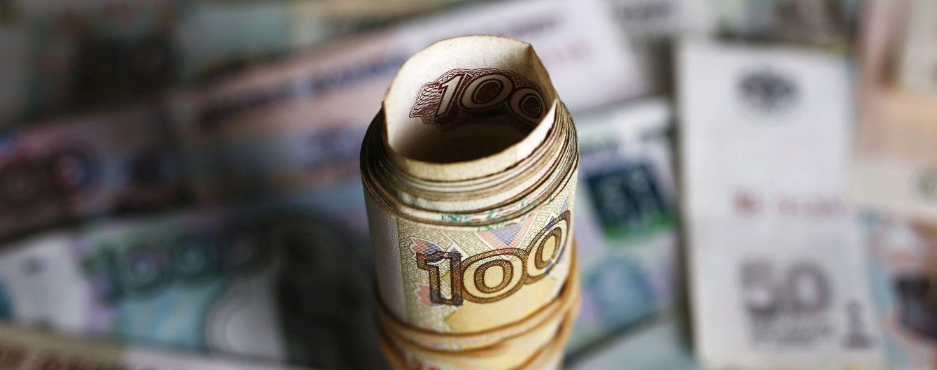 Крах рубля. Російська валюта полетіла стрімко вниз