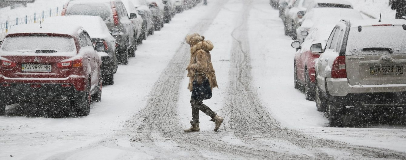 Вантажівкам закриють в'їзд до Києва через потужний снігопад
