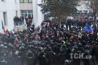 """Майдан"" в Кишиневе: митингующие захватили здание парламента"