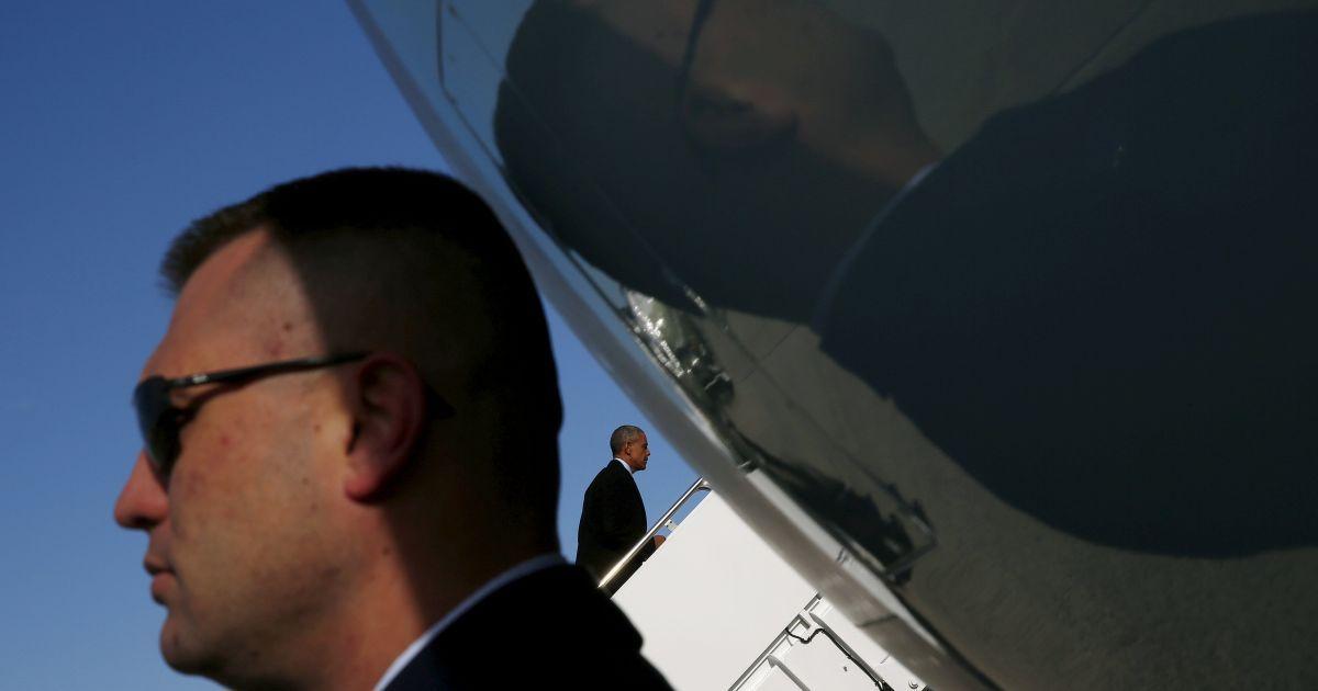 Президент США Барак Обама сідає на літак Air Force One, щоб полетіти до Небраски і Луїзіани. Напередодні він виступив з останнім своїм щорічним посланням до нації, в якому неоднозначно висловився про Україну. @ Reuters